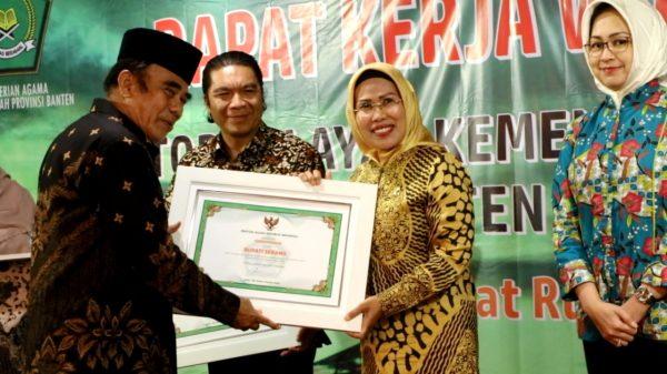 apresiasi-program-keagamaan-bupati-serang-raih-penghargaan-dari-menteri-agama