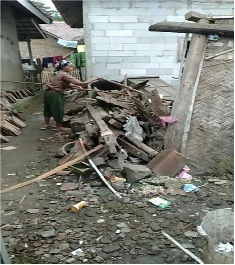 bahan-bangunan-yang-sudah-lapuk-dan-di-sertai-hujan-deras-1-rumah-mengalami-rusak-di-ds-bendung-kectanara