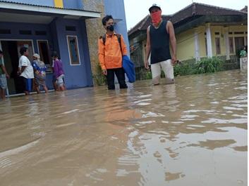banjir-yang-merendam-di-beberapa-titik-ds-kemuning-kec-tunjung-teja-selama-3-hari