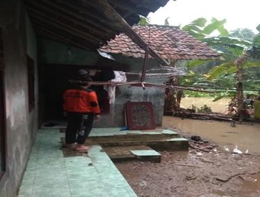 bencana-banjir-di-kecamatan-cikeusal