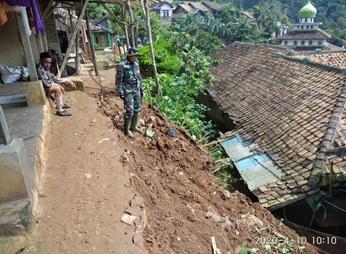 bencana-pergerakan-tanah-di-kecamatan-mancak