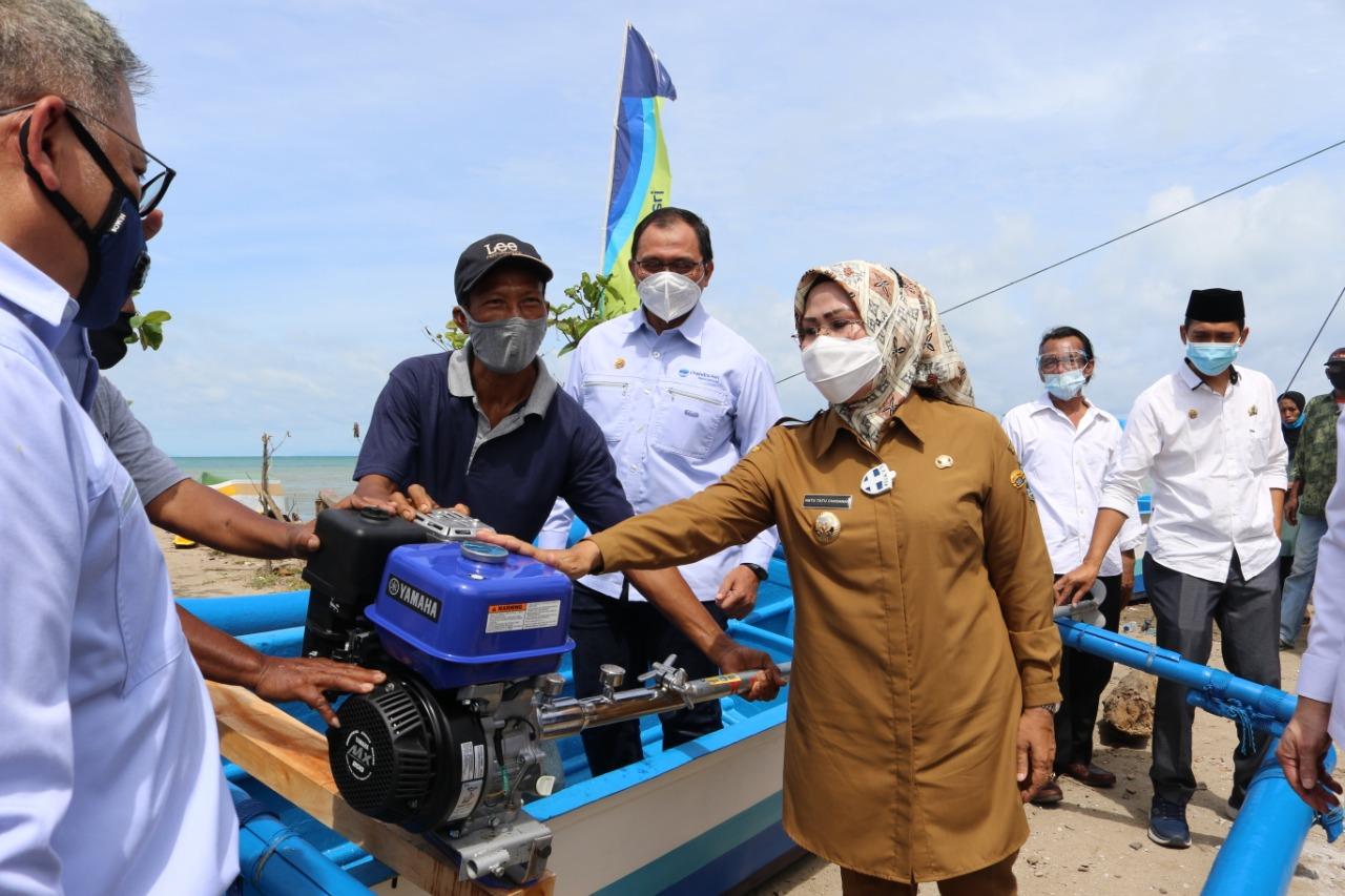 bupati-serang-sebut-bantuan-perahu-dan-mesin-tingkatkan-taraf-ekonomi-nelayan