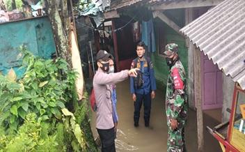 hujan-dengan-intensitas-tinggi-dan-buruknya-drainase-mengakibatkan-banjir-di-ds-kosambi-royokkecamatan-anyar