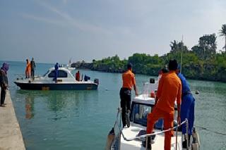 kapal-nelayan-km-puspita-jaya-di-perairan-selat-sunda