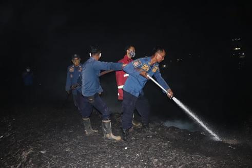 kebakaran-disebabkan-human-error-yang-menimbulkan-kebakaran-lahan-seluas-1-hektar-di-kecmatan-kragilan