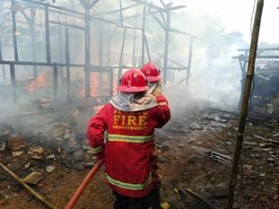 kebakaran-pemukiman-desa-tambiluk-kec-petir