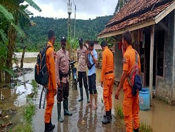 kejadian-banjir-di-kecamatan-cinangka