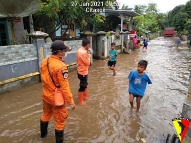 kejadian-banjir-di-kecamatan-padarincang