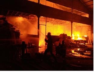 kejadian-kebakaran-industri-kecamatan-cikande-kabupaten-serang