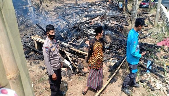 kejadian-kebakaran-pondok-pesantren-riadussibyan-kecamatan-petir-kabupaten-serang