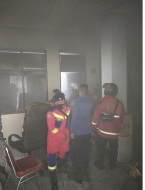 korsleting-listrik-dari-hexsos-mengakibatkan-kebakaran-di-ruangan-fraksi-partai-pan