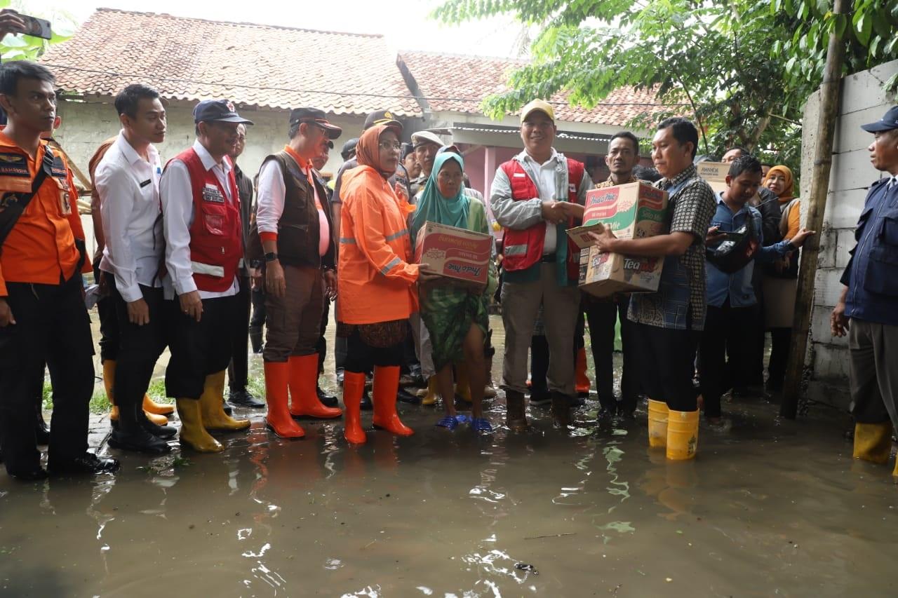 kunjungi-korban-banjir-bupati-serang-normalisasi-sungai-cidurian-mendesak