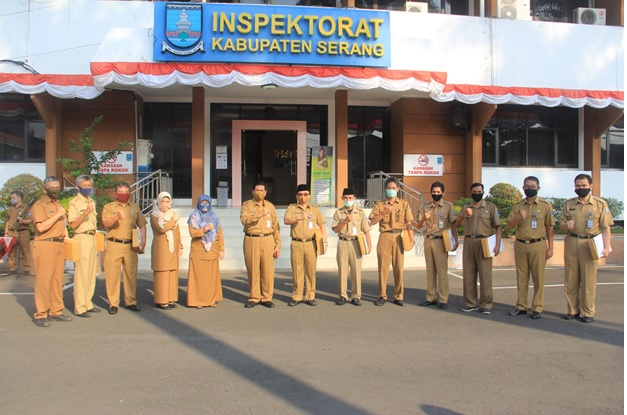 penghargaan-bagi-pegawai-berkinerja-terbaik-di-lingkungan-inspektorat-kabupaten-serang