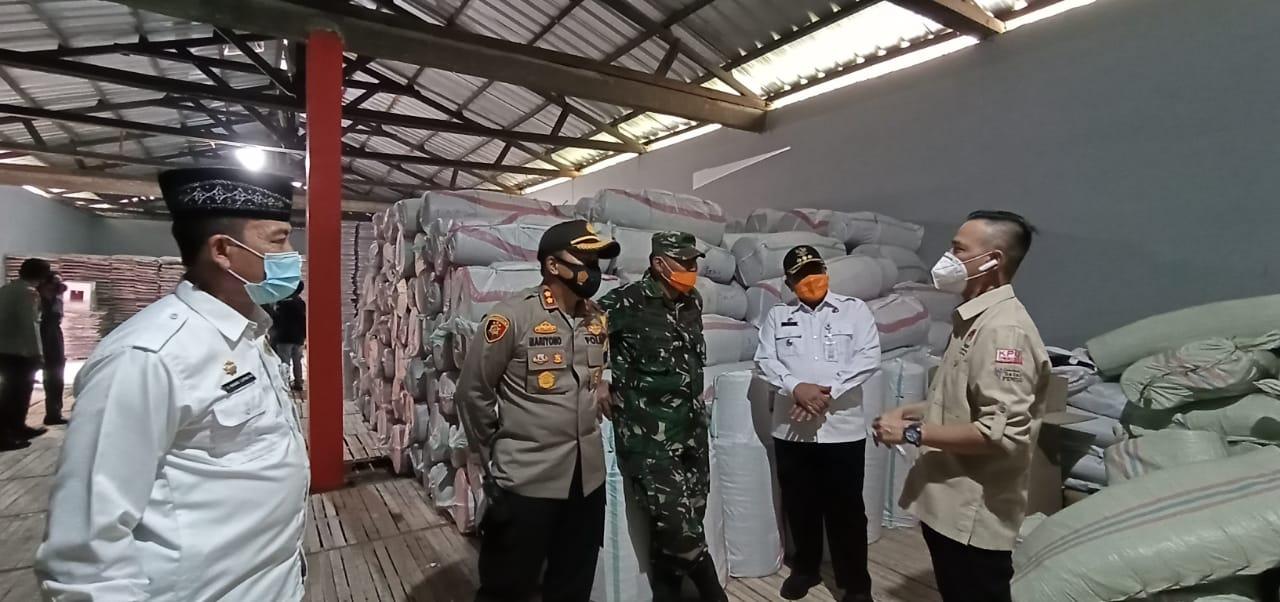 pjs-bupati-serang-pastikan-penyimpanan-logistik-pilkada-aman