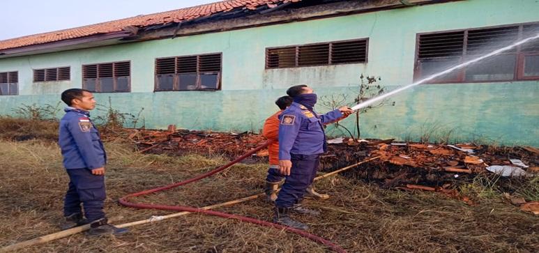 sebuah-sekolahan-mengalami-kebakaran-di-kecamatan-carenang