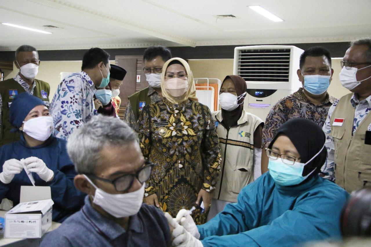 update-626416-warga-ber-ktp-kabupaten-serang-sudah-divaksin